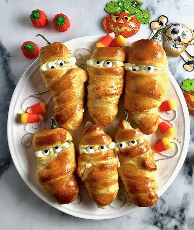 Easy Halloween Jalapeno Mummies in Crescent Rolls