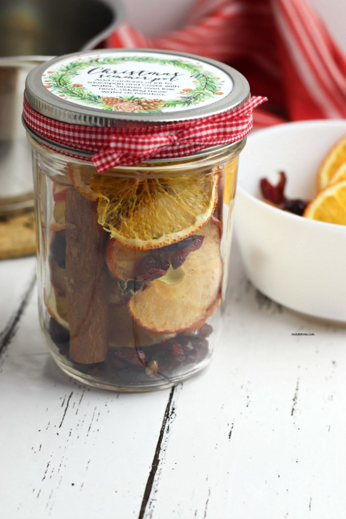 Christmas Simmer Pots in Mason Jars are great neighbor Christmas gifts!