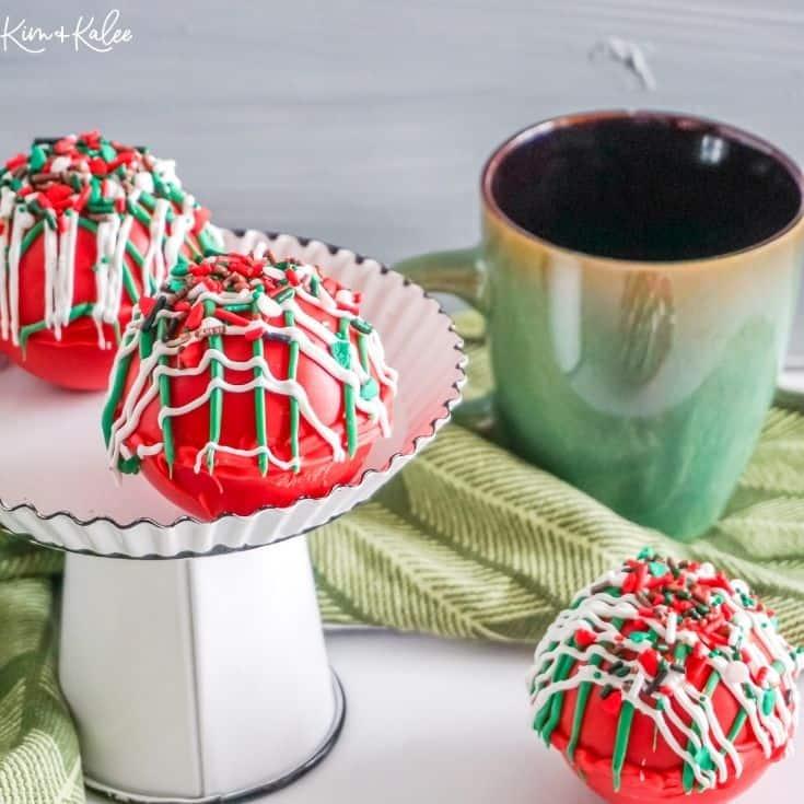 Christmas hot cocoa bombs