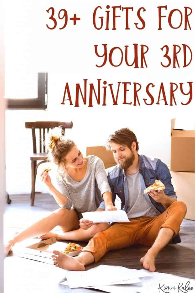 """couple eating pizza with the words """"39+ gifts for your 3rd anniversary"""""""