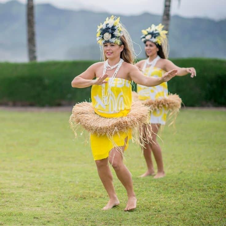 luau hula girls